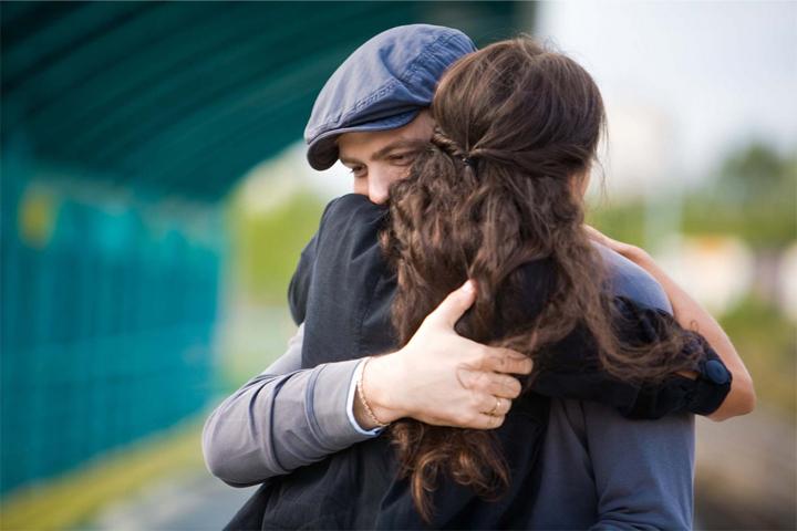 Resultado de imagen de imagenes de abrazos fuertes