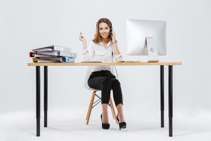 Mujer-trabajando-oficina
