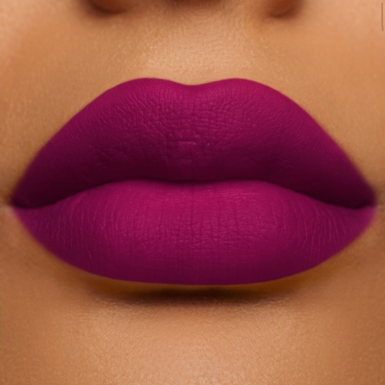labiales para morenas magenta lipstick