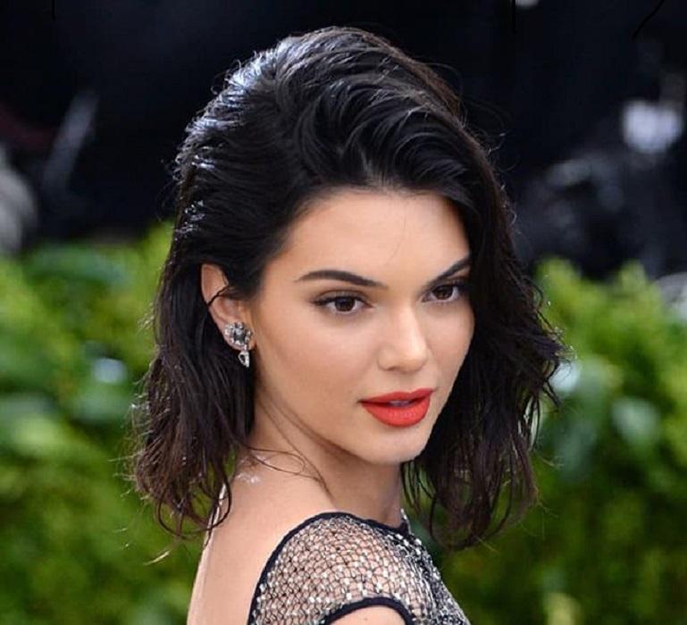 peinados fáciles y bonitos wet hair hairstyle kardashian jenner peinado con efecto mojado