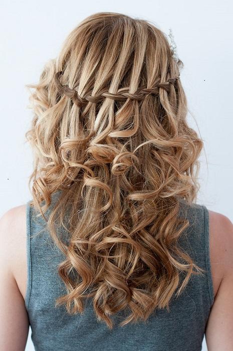 peinados fáciles y bonitos trenza cascada con rizos