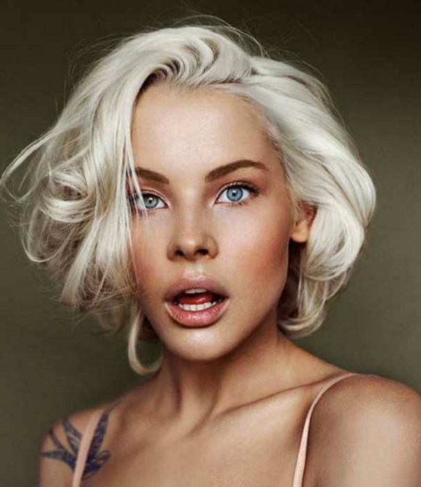 morenas con cabello rubio icy blonde